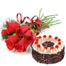 Blackforest Cake With Red Roses