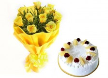 Yellow Roses with Pineapple Cake (Half Kg)